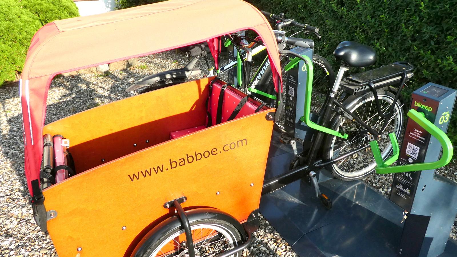 Ladcykel i Bikeep - fra siden