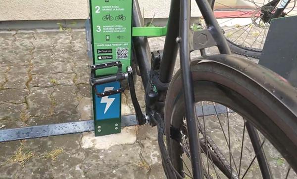 Opladning af parkeret elcykel