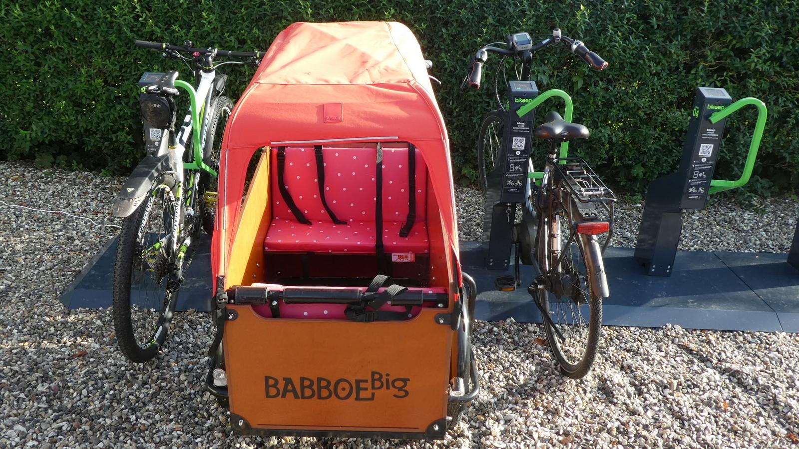 Ladcykel i Bikeep - forfra